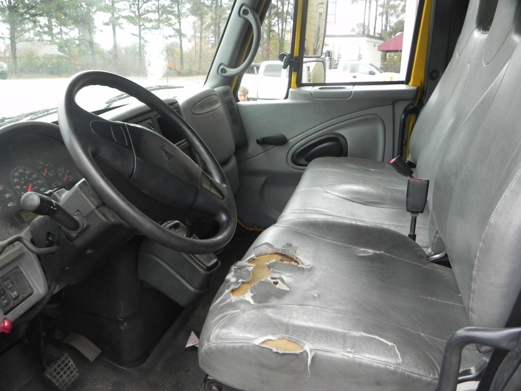 2005 International 4300SBA Van Truck