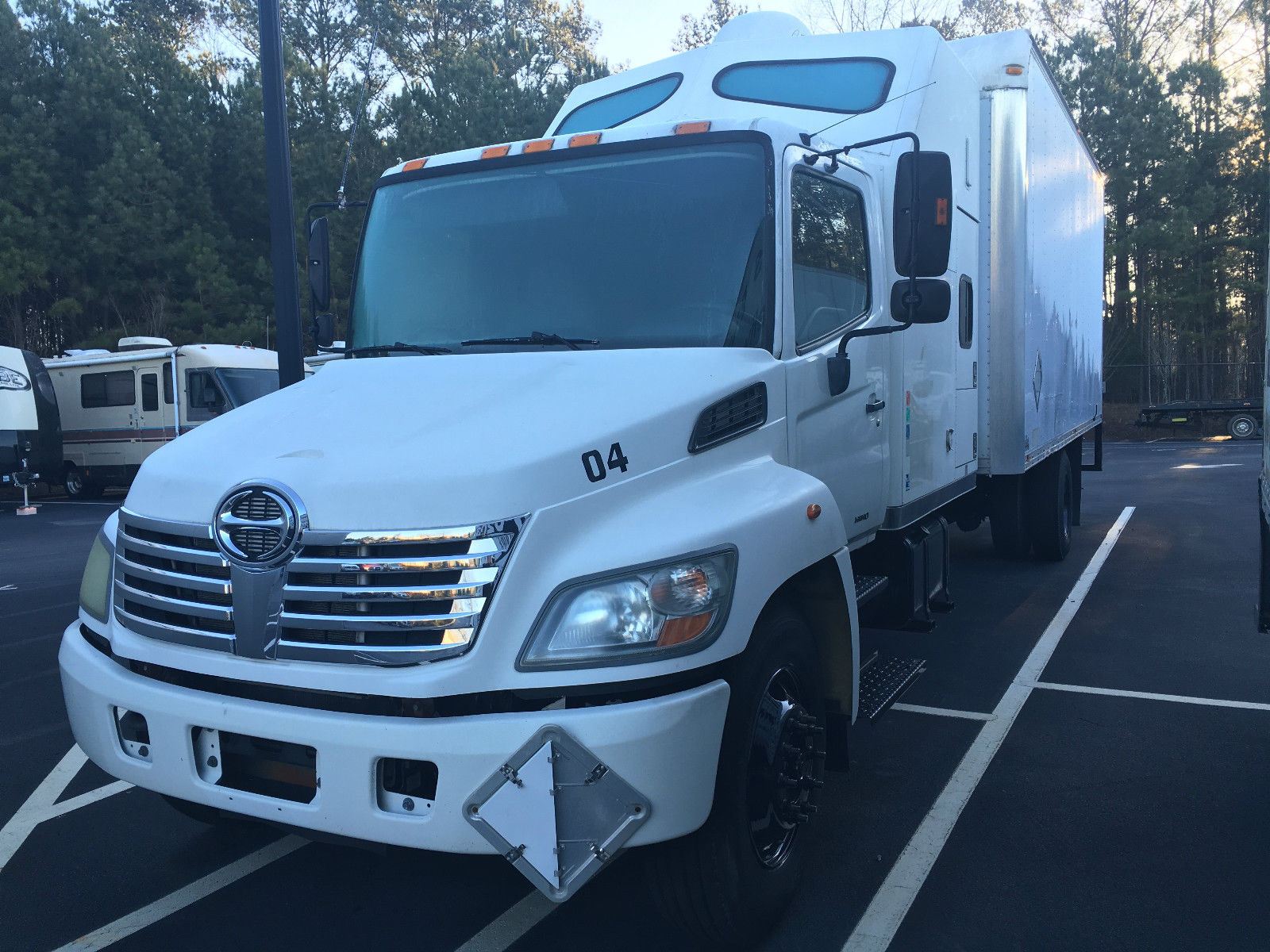 sleeper truck straight box hino 2007 double trucks bunk forsale