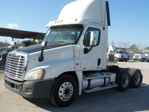 2010 Freightliner Cascadia 125 Day Cab for sale