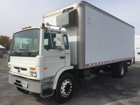 2000 Mack MS 300P Box Stock Truck for sale