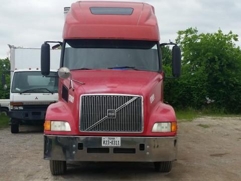 2001 Volvo VNL Sleeper Truck for sale