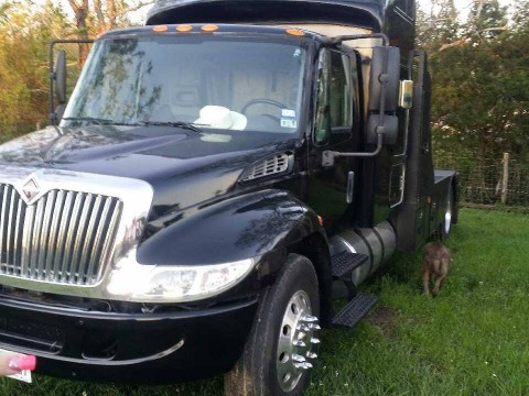 2003 International with Dt466 Custom Houlin bed for sale
