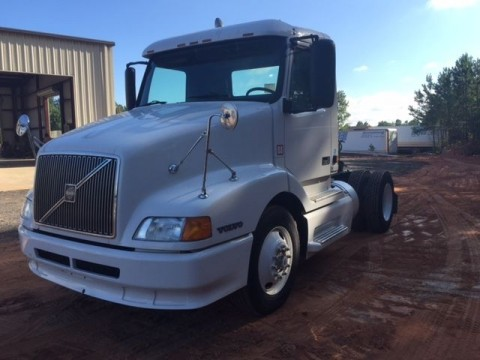2001 Volvo VNL42T Truck for sale