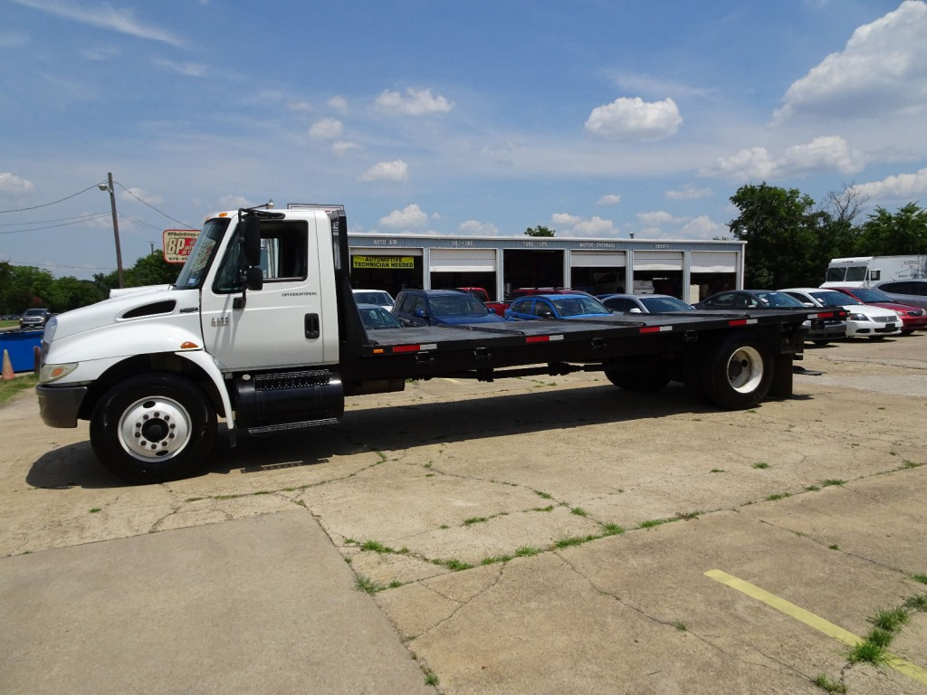 2005 International 4400 Flatbed Truck