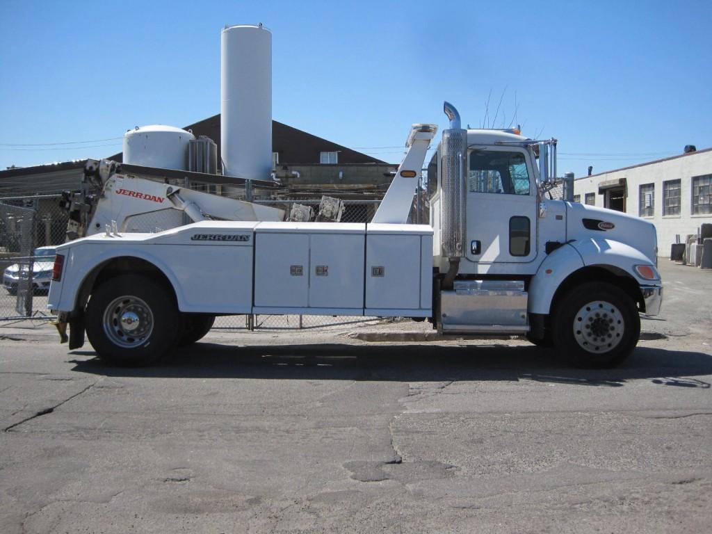 2012 Peterbilt 330 Tow Truck