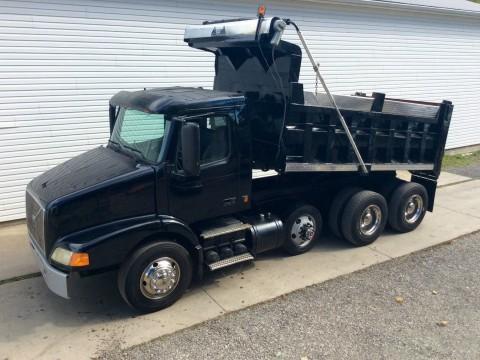 2003 Volvo 379 triaxle dump truck for sale