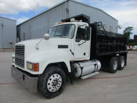 2004 Mack CH613 truck for sale