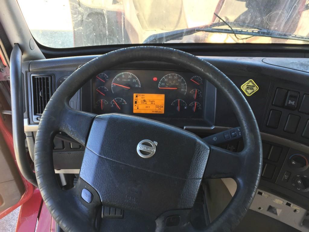 2006 Volvo VNL truck