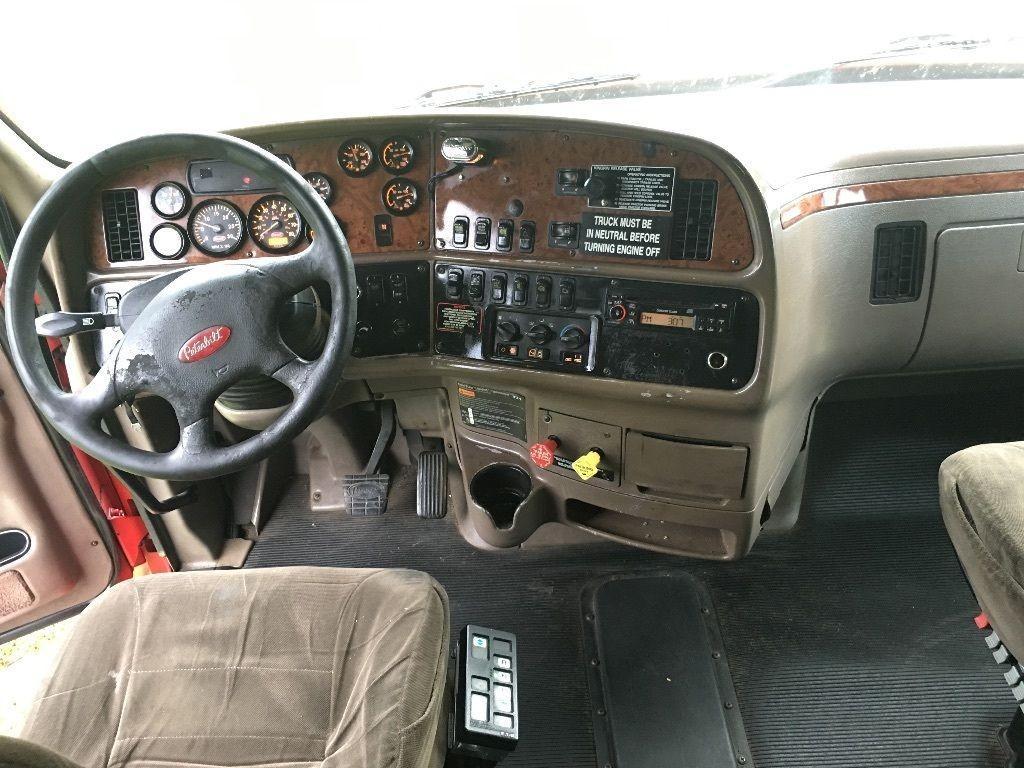 2007 Peterbilt 387 truck