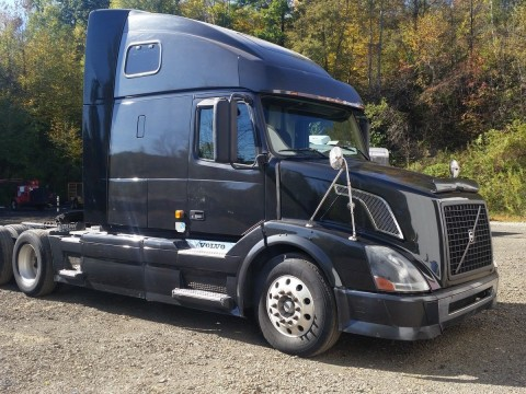 2007 Volvo VNL64T670 truck for sale