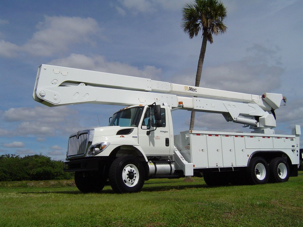 2009 International 7400 Bucket Truck 82 FT truck
