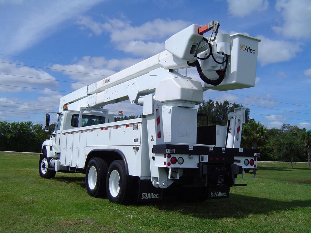 2009 International 7400 Bucket Truck 82 FT truck