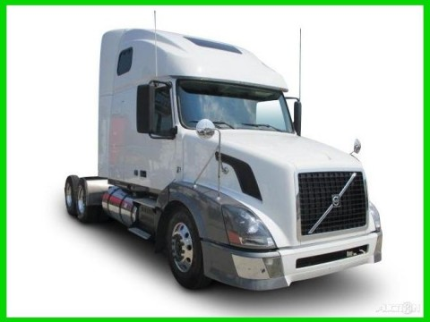 2010 Volvo VNL670 truck for sale