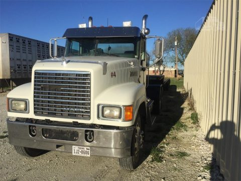 Excellent condition 2013 Mack Pinnacle truck for sale