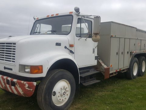 Minimal rust 1994 International 4900 truck for sale