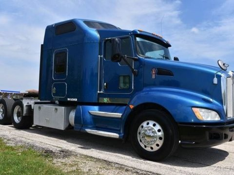 Sleeper Cab 2009 Kenworth T660 Semi truck for sale