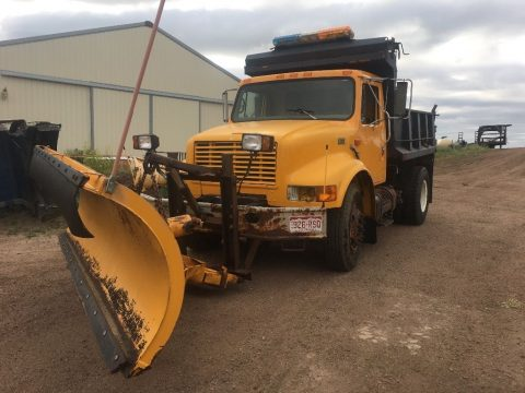 Snow plow 1997 International 4700 truck for sale