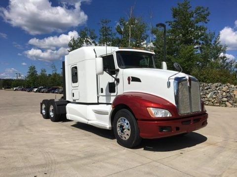 red and white 2014 Kenworth T660 truck for sale