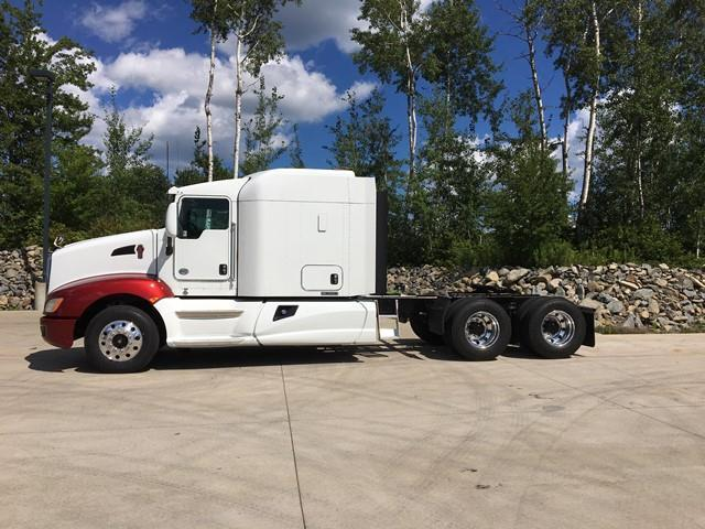 red and white 2014 Kenworth T660 truck