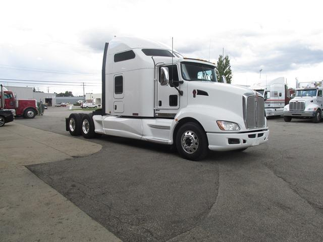 strong 2014 Kenworth T660 truck
