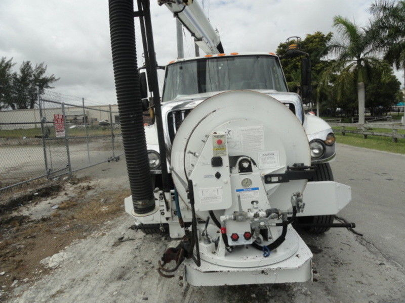 vacuum excavator 2009 International 7300 truck