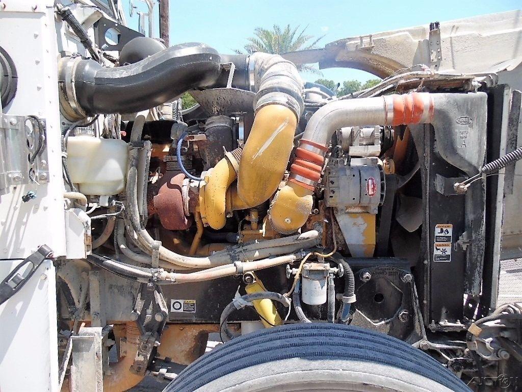 clean 2006 Peterbilt 378 truck