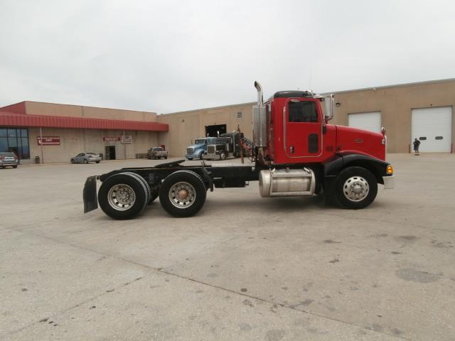 well maintained 2007 Peterbilt 385 truck