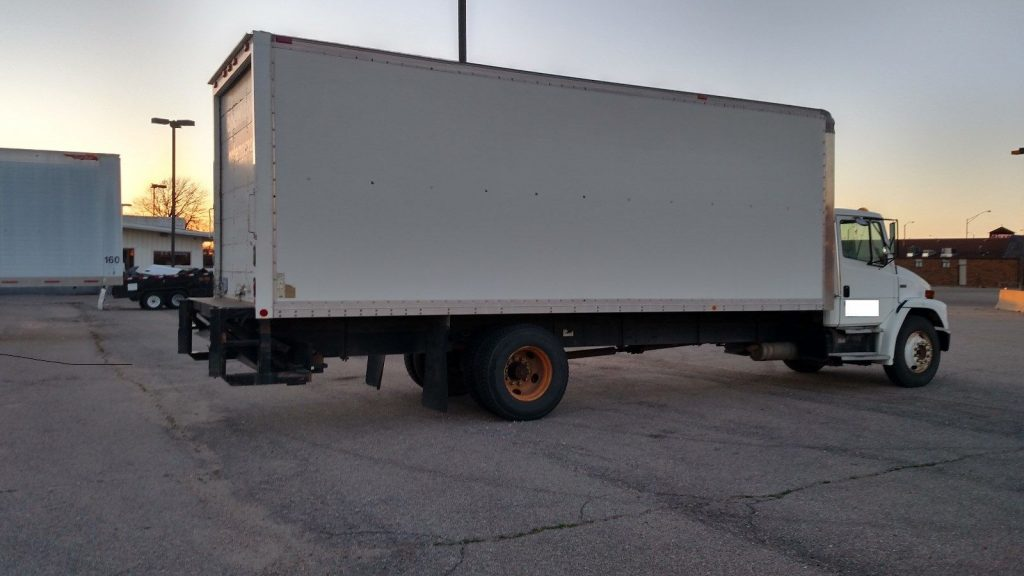 maintained 1998 Freightliner FL70 truck