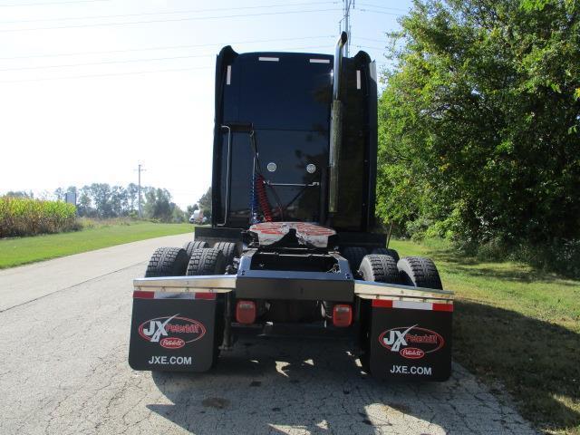 sharp 2012 Peterbilt 587 truck