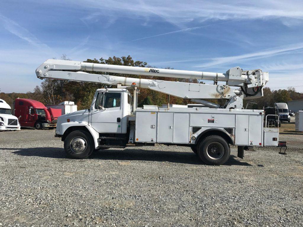 boom bucket 2000 Freightliner FL80 truck