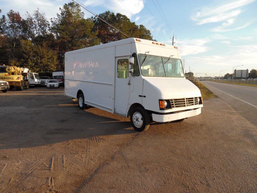 box van 2005 Freightliner MT45 truck