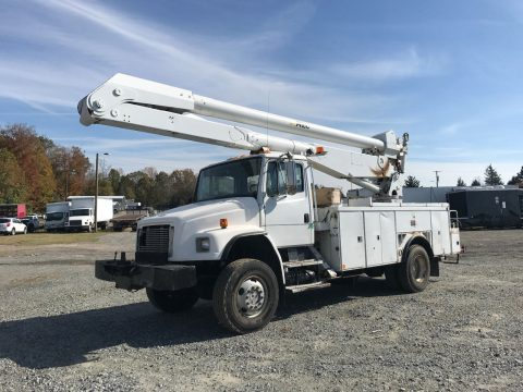 bucket worker 1999 Freightliner FL80 truck for sale