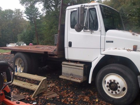 runs good 1999 Freightliner flatbed truck for sale