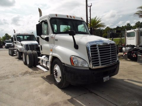 clean 2009 Freightliner Cascadia truck for sale