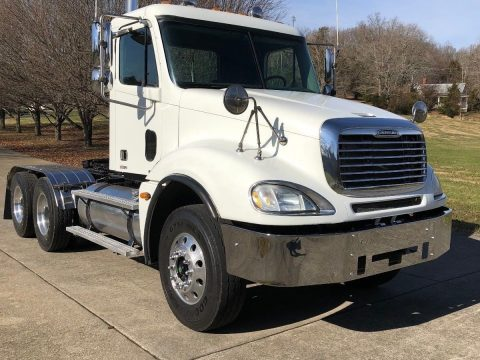 well serviced 2005 Freightliner Columbia truck for sale