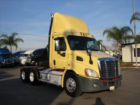 clean 2011 Freightliner Cascadia truck for sale