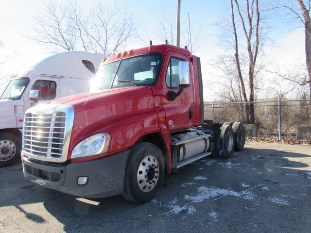 clean 2012 Freightliner Cascadia truck