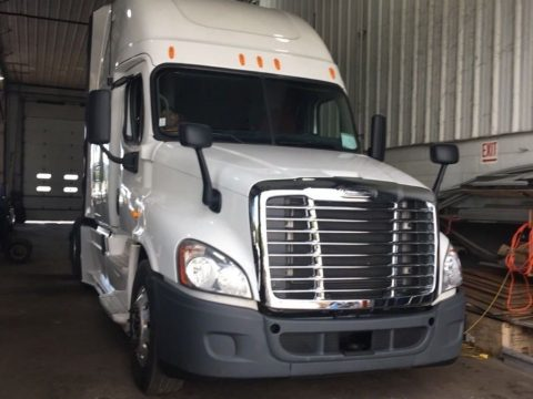 decent miles 2013 Freightliner Cascadia truck for sale