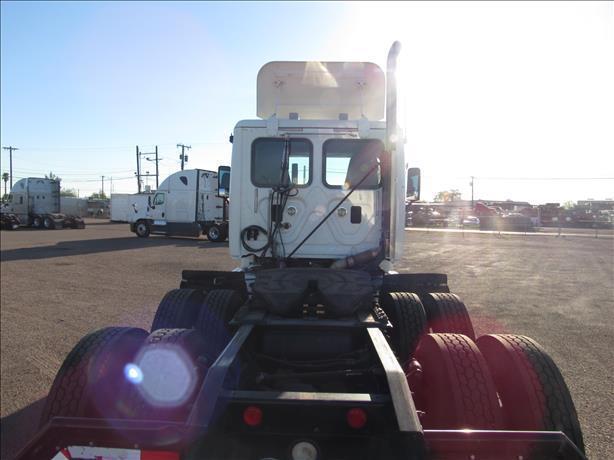 fresh oil change 2011 Freightliner Cascadia truck
