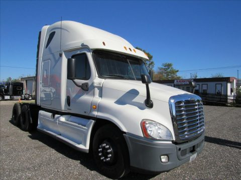 very clean 2012 Freightliner Cascadia truck for sale