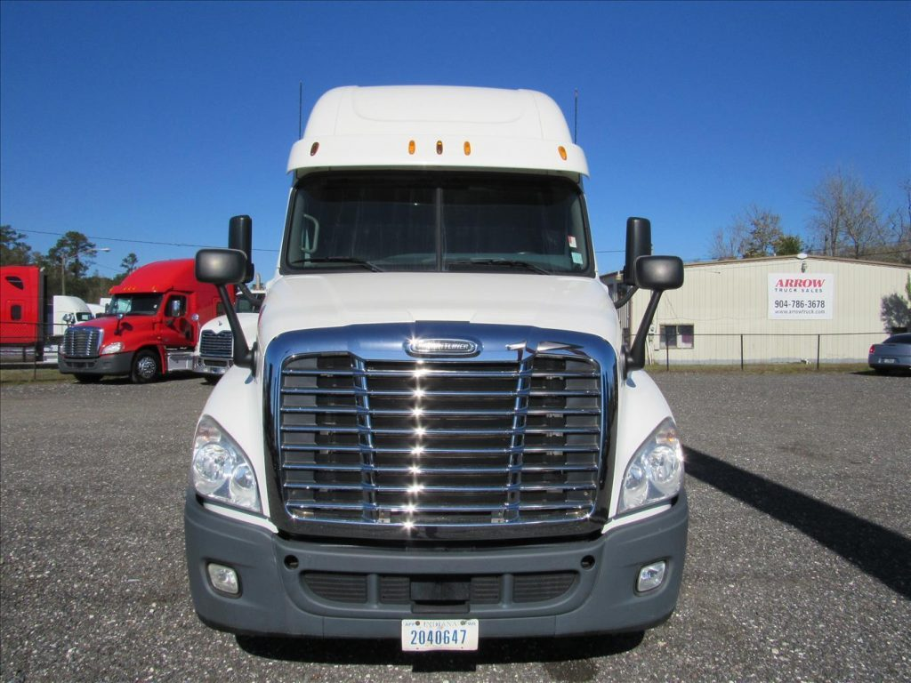 very clean 2012 Freightliner Cascadia truck