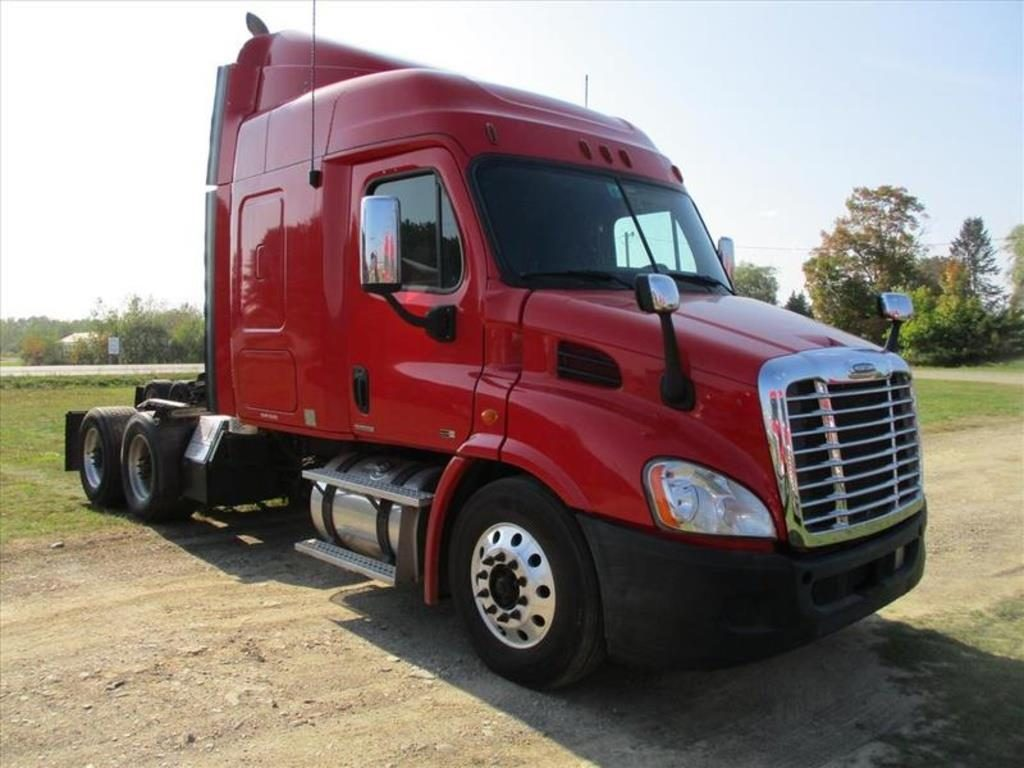 very nice paint 2012 Freightliner Cascadia 113 truck for sale