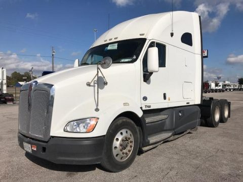 serviced and detailed 2013 Kenworth T700 truck for sale