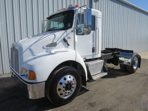 short single axle 2008 Kenworth T300 truck for sale