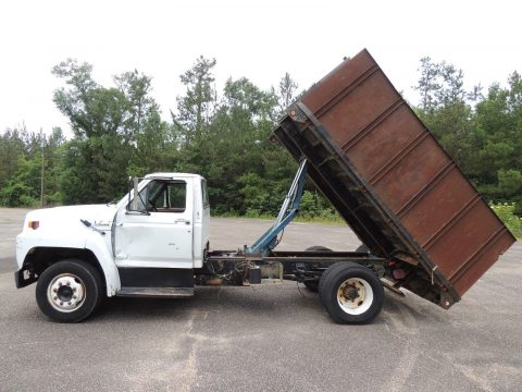 clean 1993 Ford F700 truck for sale