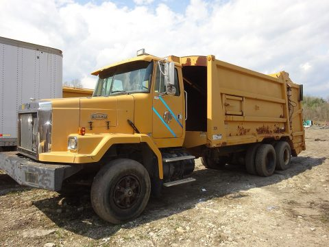 clean 1993 Volvo ACL64 truck for sale