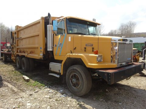 reliable 1993 Autocar ACL64 truck for sale