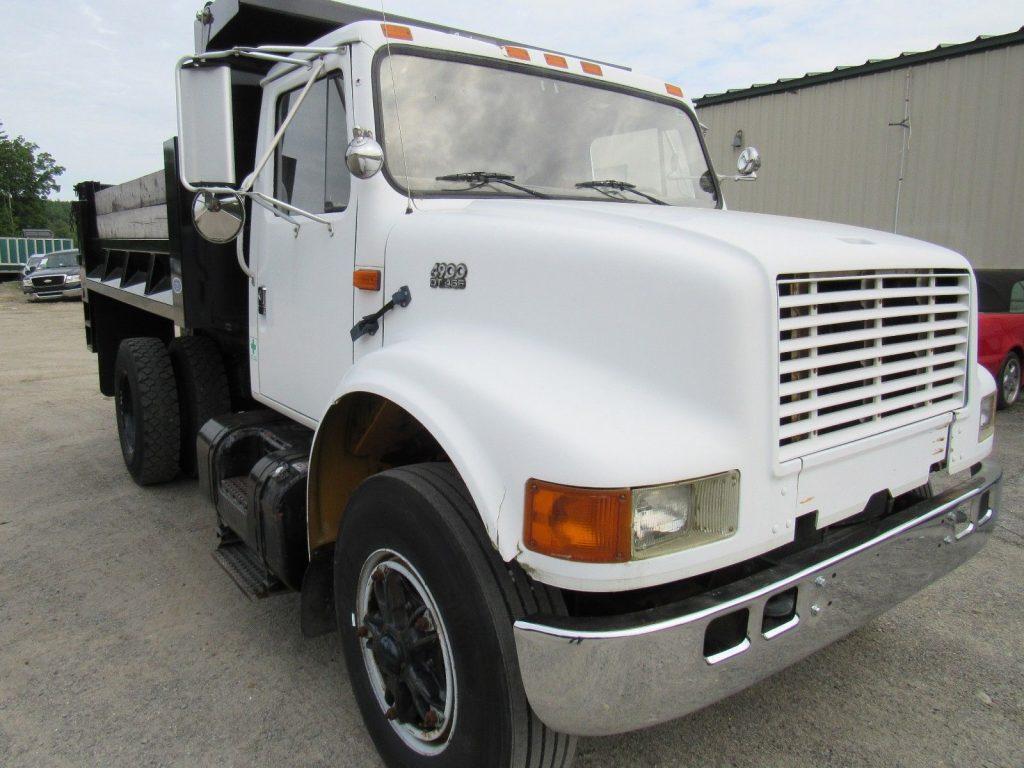 low mileage 1996 International 4900 truck