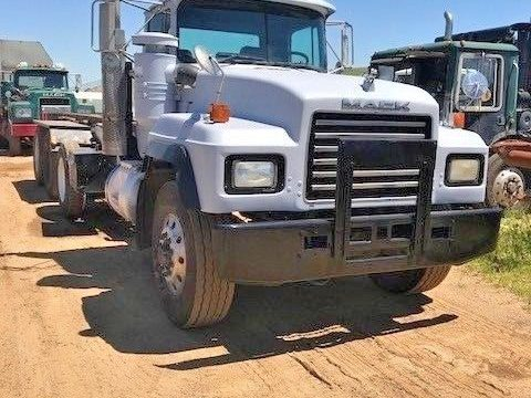 clean 1998 MACK RD690S tri axle truck for sale