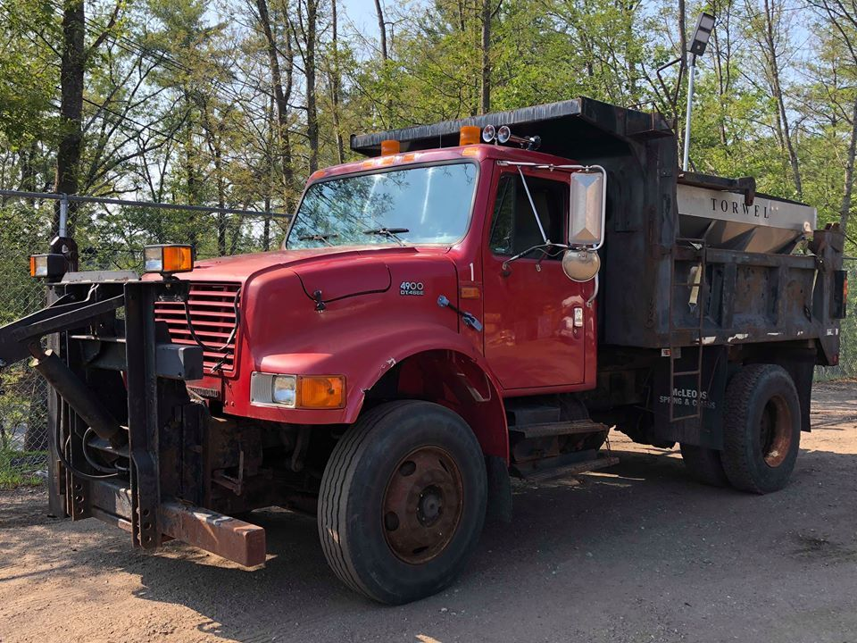 plow equipped 1997 International 4900 truck